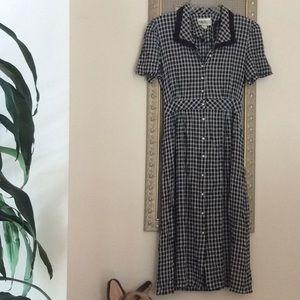 Dresses & Skirts - Beautiful women black & white size 16 dress